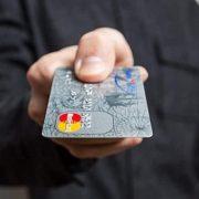Россияне стали получать меньше кредитных карт
